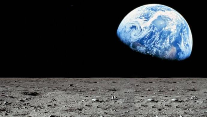 NASA в 2024 году отправит на Луну мужчину и женщину