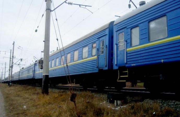Дівчина, яка сіла на потяг у Вінниці, вистрибнула з вагону під час руху