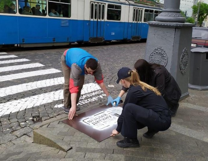 У центрі Вінниці тротуари розмалювали нагадуваннями для пішоходів (Фото)