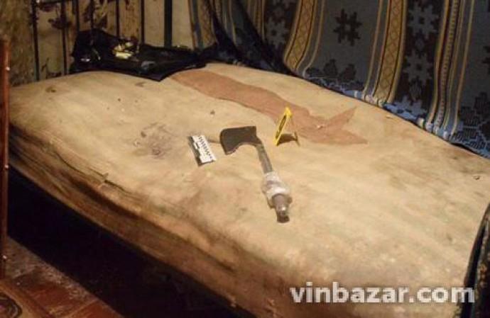На Вінниччині пенсіонер, який раніше уникнув в'язниці за вбивство, порубав сокирою чоловіка (Фото)