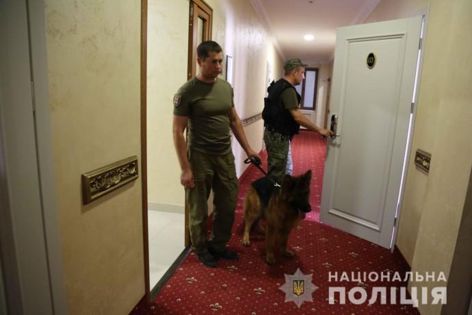 У Вінниці вдруге шукали вибухівку в готелях