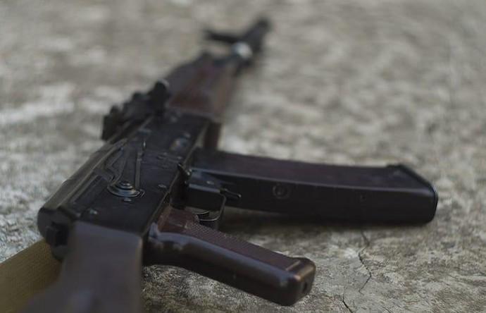 У Хмільнику депутат міської ради погрожував зброєю та побив чоловіка
