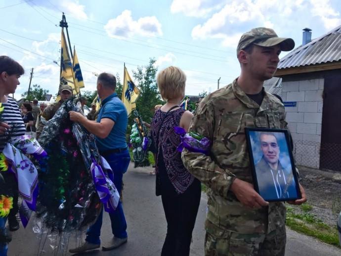 На Вінниччині попрощались із загиблим воїном з Козятина (Фото)