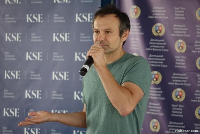 Вінницю з агітаційним туром відвідає Святослав Вакарчук