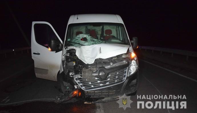 На Вінниччині під колесами мінівена загинув пішохід (Фото)