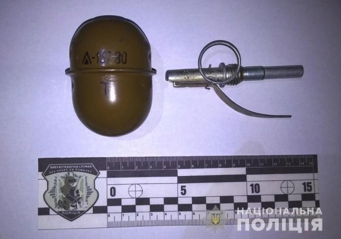 На Київській затримали чоловіка з бойовою гранатою