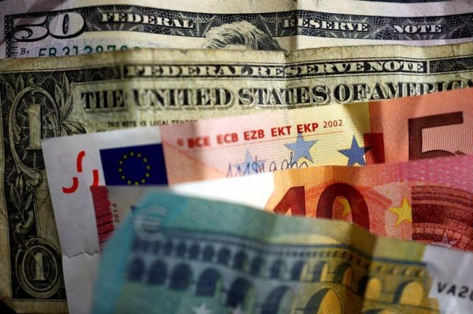 В июне население занесло в банки на депозиты почти 15 млрд