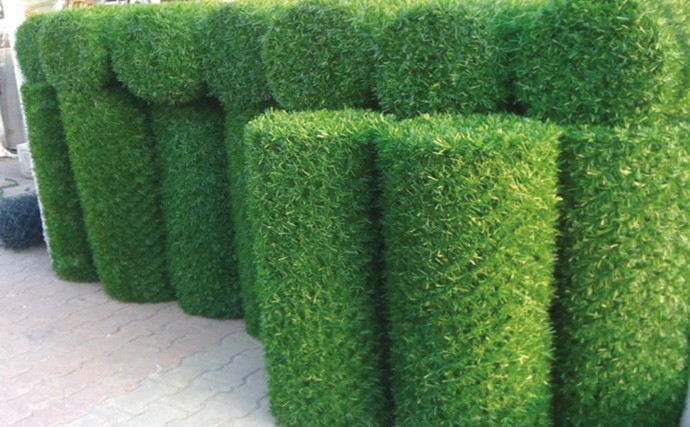 Искусственная трава для забора – идеальная альтернатива живой изгороди