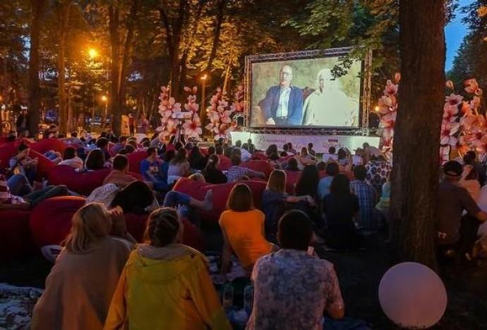 В парку Дружби народів організують покази фільмів просто неба