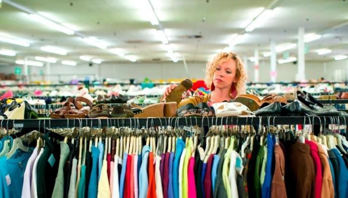 Почему стоит покупать одежду в секонд хенде
