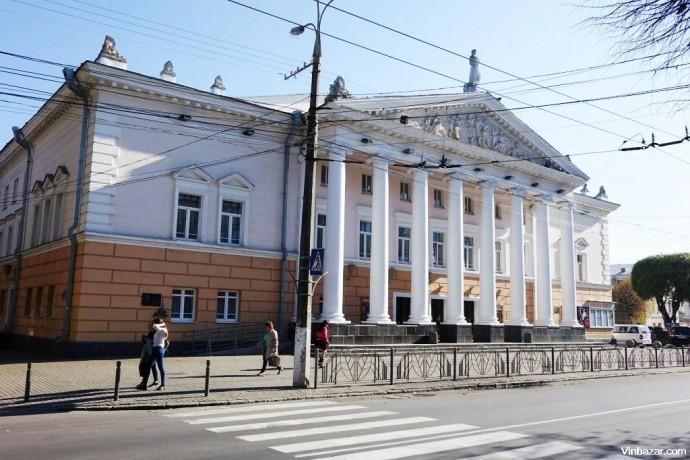 У Вінниці перекриють рух транспорту по вулиці Театральній