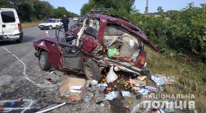 Біля села Котюжани сталася потрійна ДТП. Загинули люди (Фото)