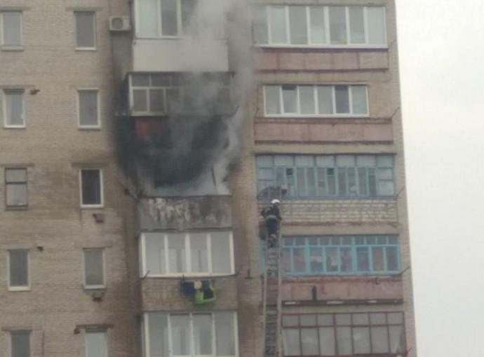У Хмільнику загорілась квартира в 9-поверхівці. Евакуювали мешканців