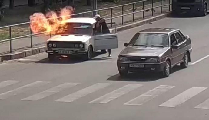 У Вінниці посеред дороги загорівся