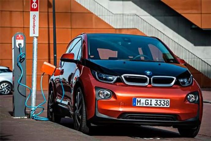 В BMW объяснили, почему не планируется обновлять электрокар i3