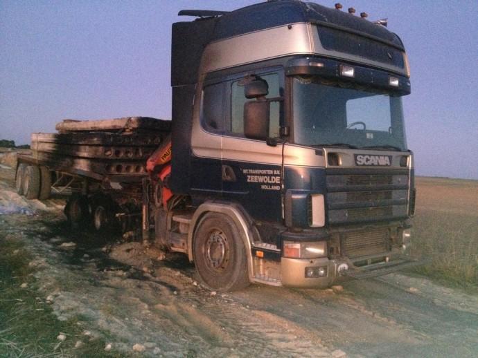У Мурованокуриловецькому районі посеред дороги загорілась вантажівка (Фото)
