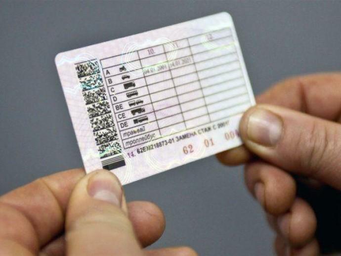 У Вінниці 24-річний водій розїжджав з підробленими водійськими правами