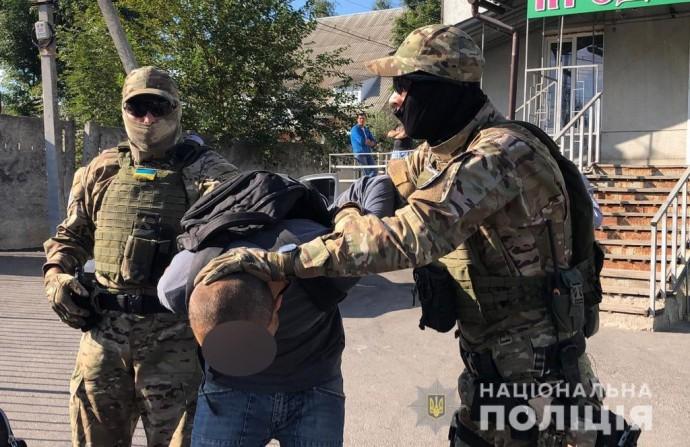 У Вінниці затримали чоловіка, який катував всиновлених дітей та розповсюджував дитячу порнографію (Фото+Відео)