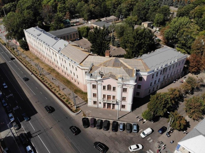 На Соборній почали реставрацію школи-гімназії №2 (Фото)