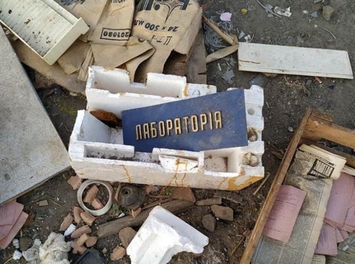 У Тростянецькому районі на смітник викинули розбите ртутне обладнання (Фото)
