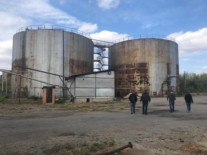 На території скандального спиртзаводу в Тростянці провели слідчі дії та виявили порушення (Фото)