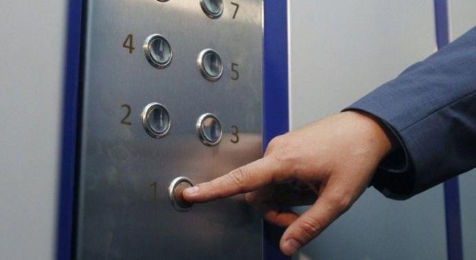 Суд призначив покарання чоловіку, який грабував жінок у ліфтах Вінниці