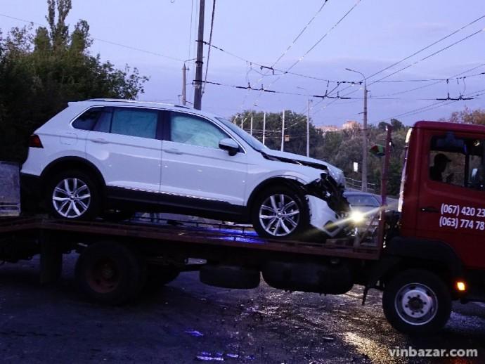 Біля Київського мосту зіткнулися три автомобілі (Фото)