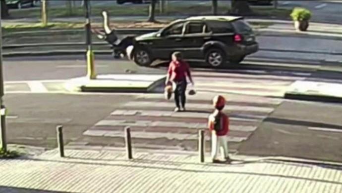 На Лісопарку водій джипу збив жінку на пішохідному переході (Відео)