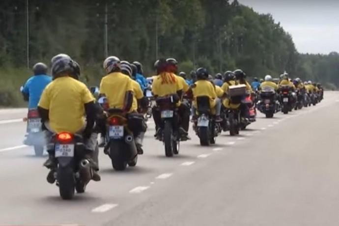 У Вінниці 200 байкерів проїхались колоною у вигляді українського прапору (Відео)