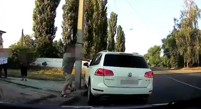 На Бучмах затримали п'яного водія, який ледь не позбивав людей (Відео)