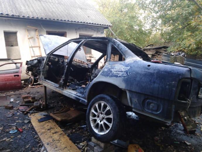 На Вінниччині згоріли два автомобілі (Фото)