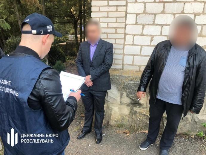 Двох інспекторів ДФС Вінниччини затримали на хабарі в 15 тисяч доларів (Фото)
