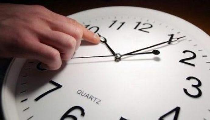 Украина перейдет на зимнее время: когда переводить часы
