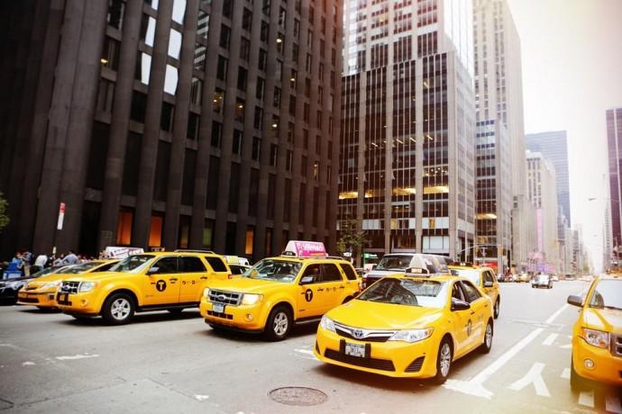 Как заработать водителем такси: секреты и правила работы