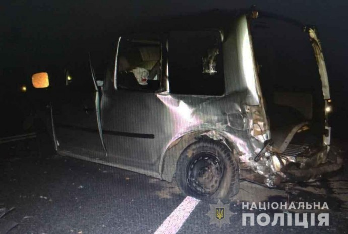 На Вінниччині зіткнулись дві іномарки. В ДТП загинула 33-річна жінка (Фото)