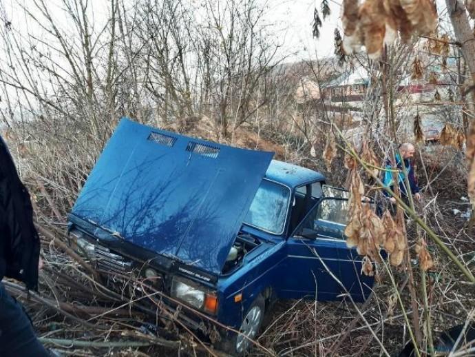 У Могилів-Подільському постраждалих у ДТП пасажирів дістали з понівеченого авто