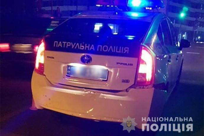 У Вінниці патрульні допомогли доїхати до лікарні авто, в якому не дихав хлопчик, за 4 хвилини (Відео)