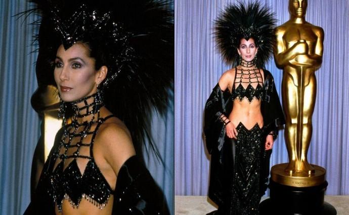 Шер рассказала, почему пришла на «Оскар» 1986 года в откровенном наряде с перьями