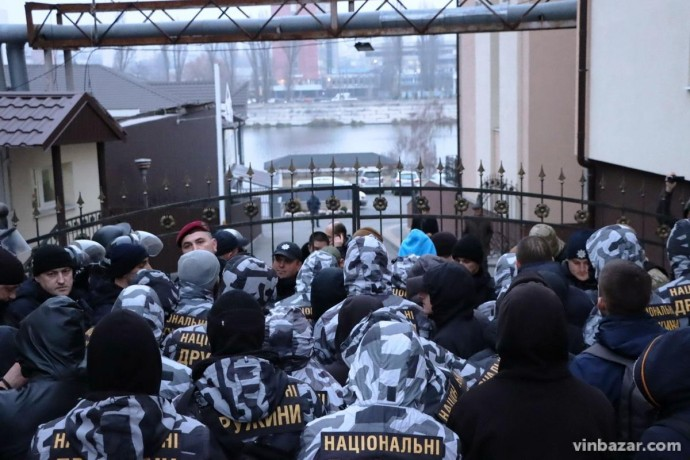 """У """"Вінницяобленерго"""" відповіли на акцію протесту, яку влаштували активісти """"Національних дружин"""""""