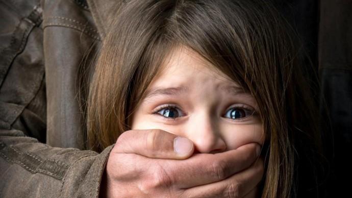 У Вінниці розшукують чоловіка, який вчинив розпусні дії щодо 9-річної дівчинки