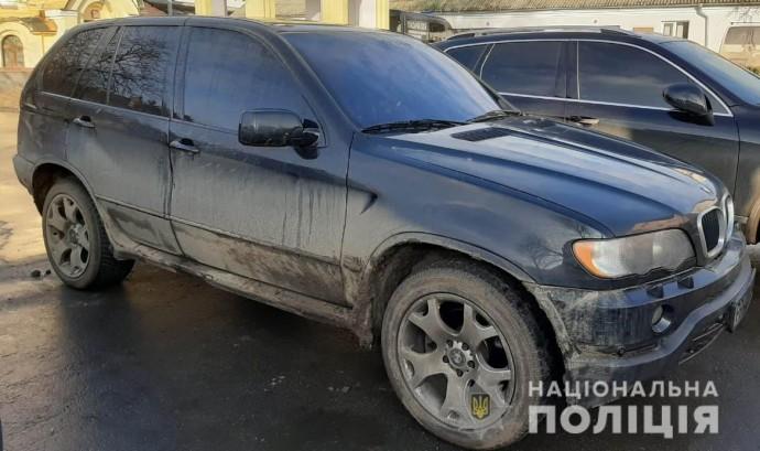 У Могилів-Подільському група злочинців пограбувала поштове відділення (Фото)