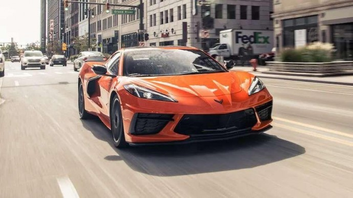 Сотрудники General Motors устроили гонки на тестовых Chevrolet Corvette