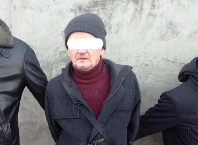 У Вінниці затримали чоловіка, який намагався перекинути пакет до виправної колонії (Фото)