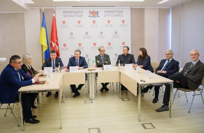 У Вінниці підписали меморандум про співпрацю з італійською Лікарнею Пресвятого Серця