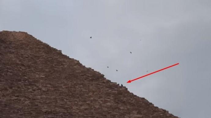 Турист забрался на пирамиду и попал в Египетскую тюрьму