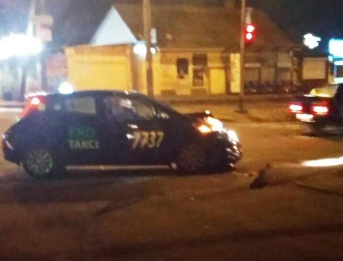 ДТП за участю таксі у Вінниці потрапило на запис камер спостереження (Відео)