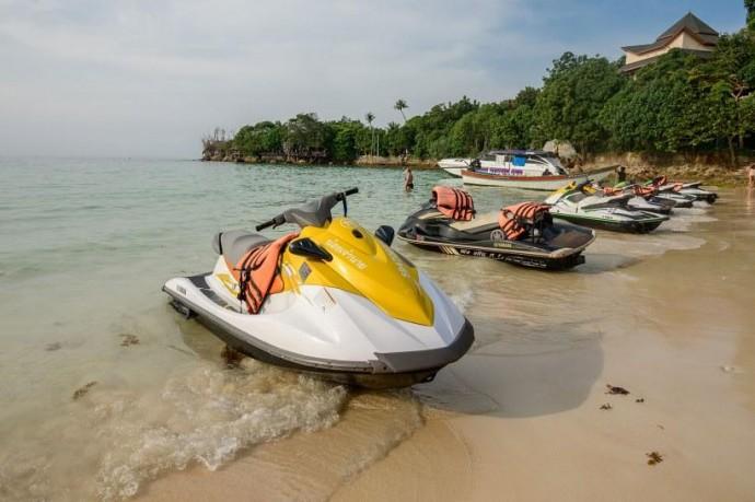 В Таиланде на пляже выловили труп туриста с камнем на шее