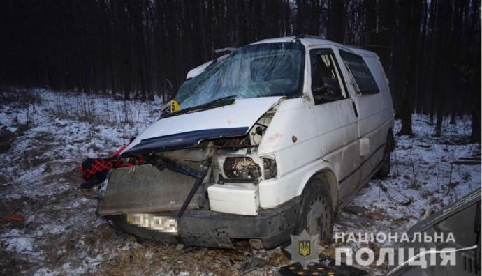 У Немирівському районі зіткнулись два мікроавтобуси. Загинув пасажир (Фото)