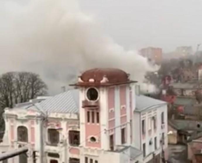 У центрі Вінниці горів приватний будинок (Фото+Відео)