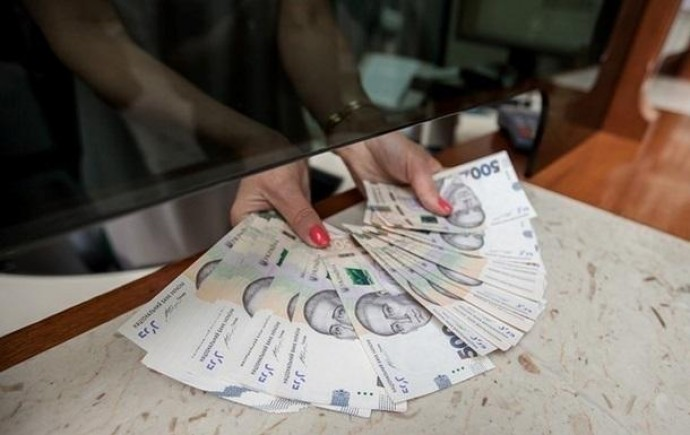 В Украине выросла средняя номинальная зарплата: в феврале рост составил 1,1%